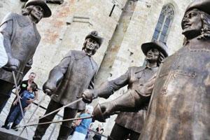 Statue des mousquetaires à Condom
